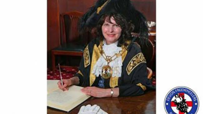 Lord Mayor signing paper